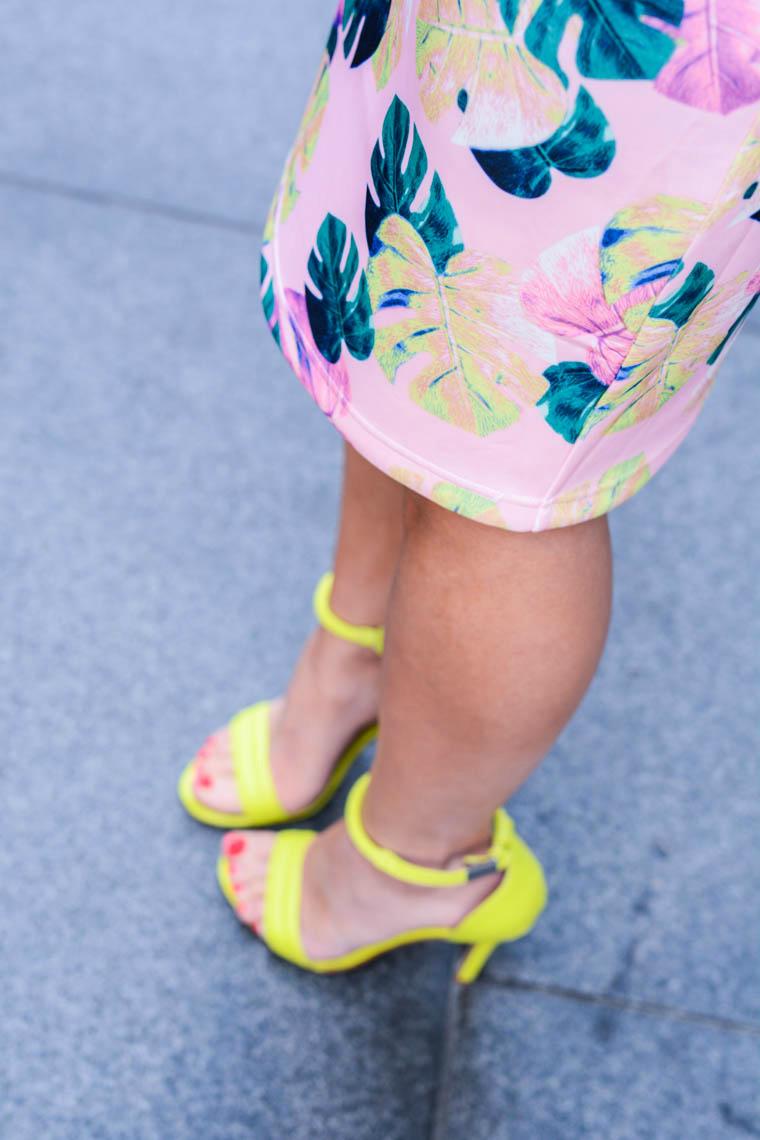 Neon heeld, palm print skirt