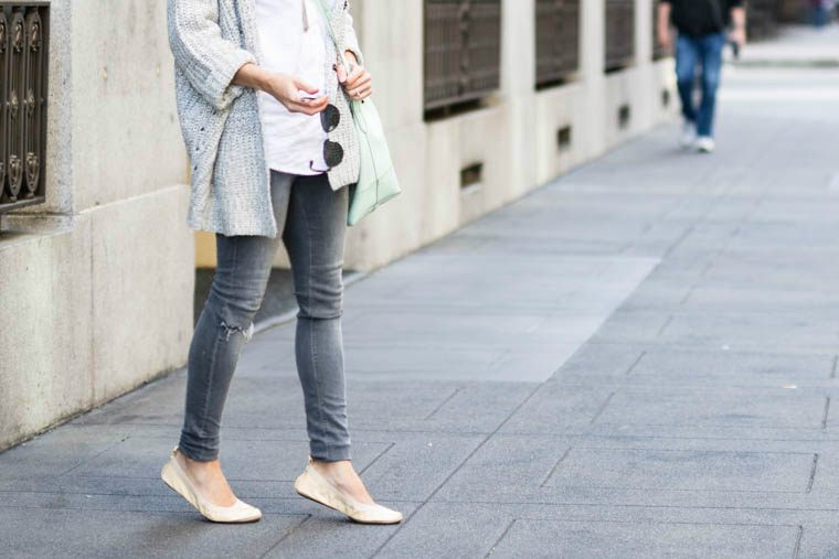 nude flats, grey jeans