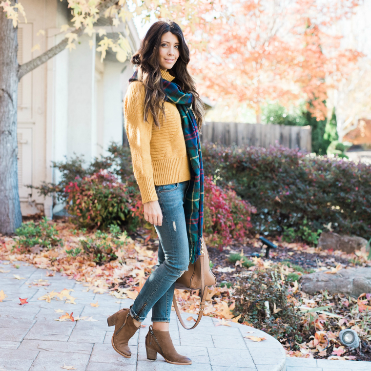 scarf and yellow sweater (29)