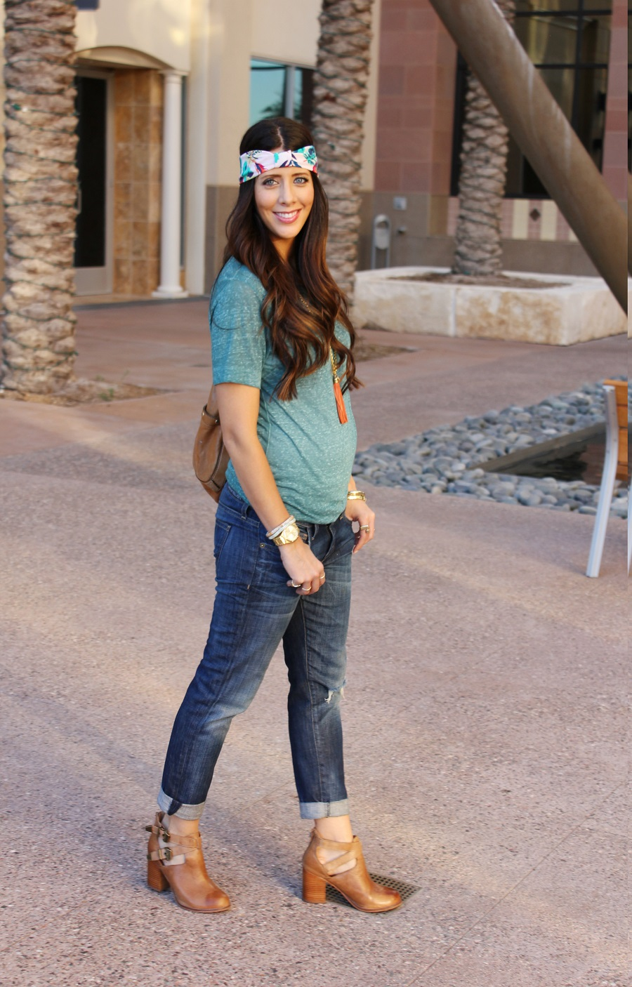Comfy Tee & Boyfriend Jeans... | The Girl in the Yellow Dress